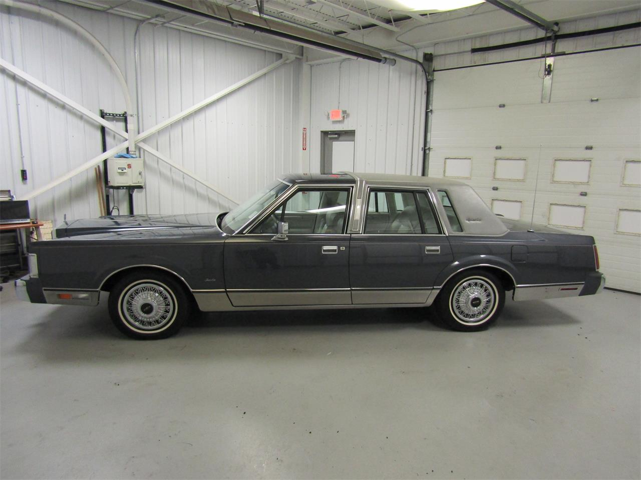 Large Picture of '85 Town Car - $17,927.00 - OQD5