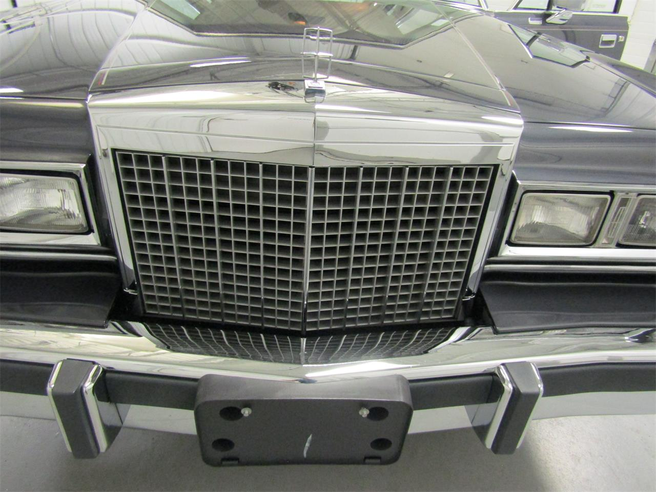 Large Picture of 1985 Lincoln Town Car - OQD5