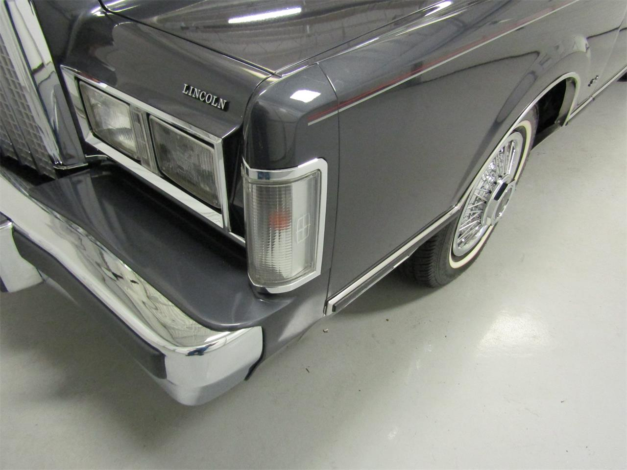 Large Picture of 1985 Town Car located in Christiansburg Virginia Offered by Duncan Imports & Classic Cars - OQD5