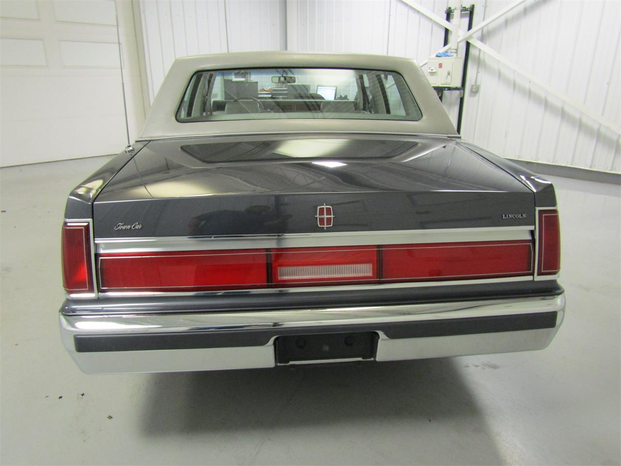 Large Picture of '85 Lincoln Town Car located in Christiansburg Virginia - $17,927.00 - OQD5
