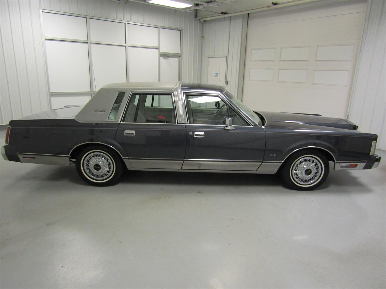 Large Picture of 1985 Town Car Offered by Duncan Imports & Classic Cars - OQD5