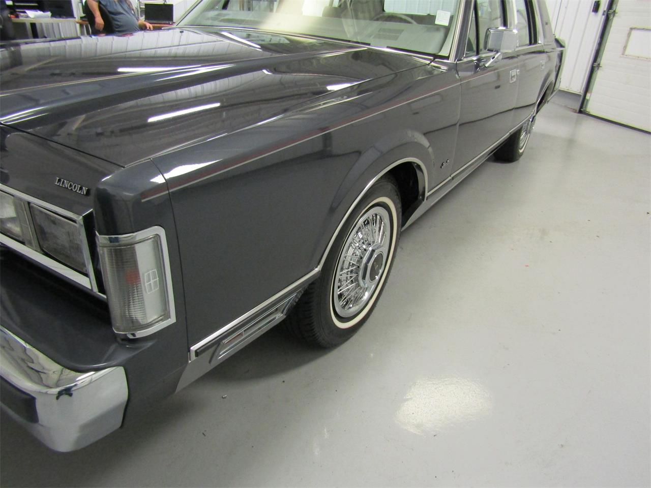 Large Picture of 1985 Town Car located in Virginia - $17,927.00 - OQD5