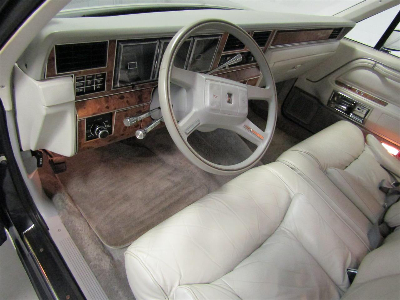 Large Picture of '85 Town Car - OQD5