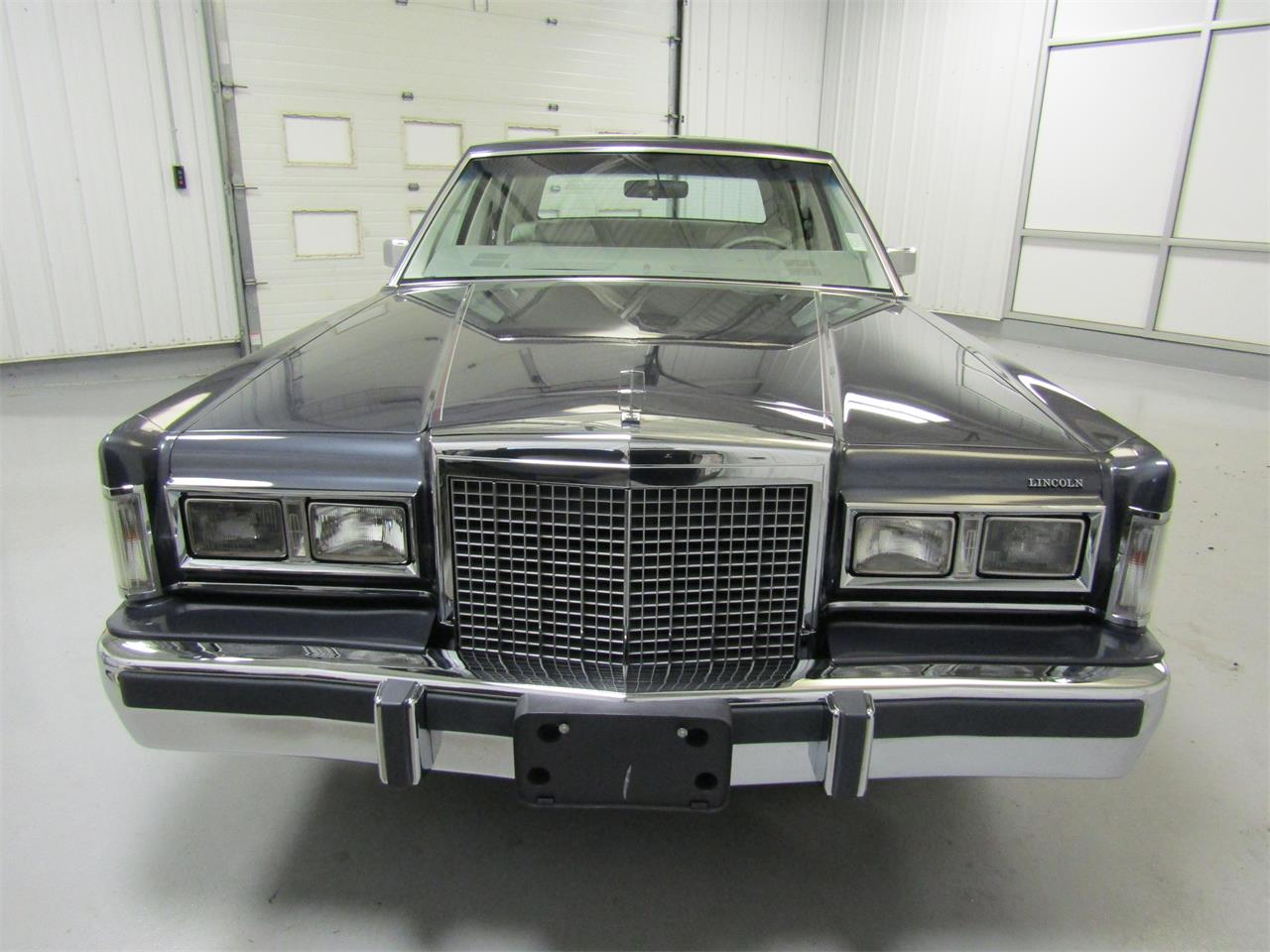 Large Picture of '85 Lincoln Town Car Offered by Duncan Imports & Classic Cars - OQD5