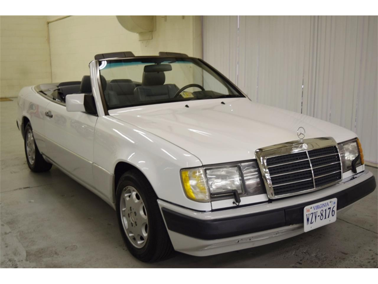 Large Picture of 1993 300CE Offered by Classic Car Center - ONU8