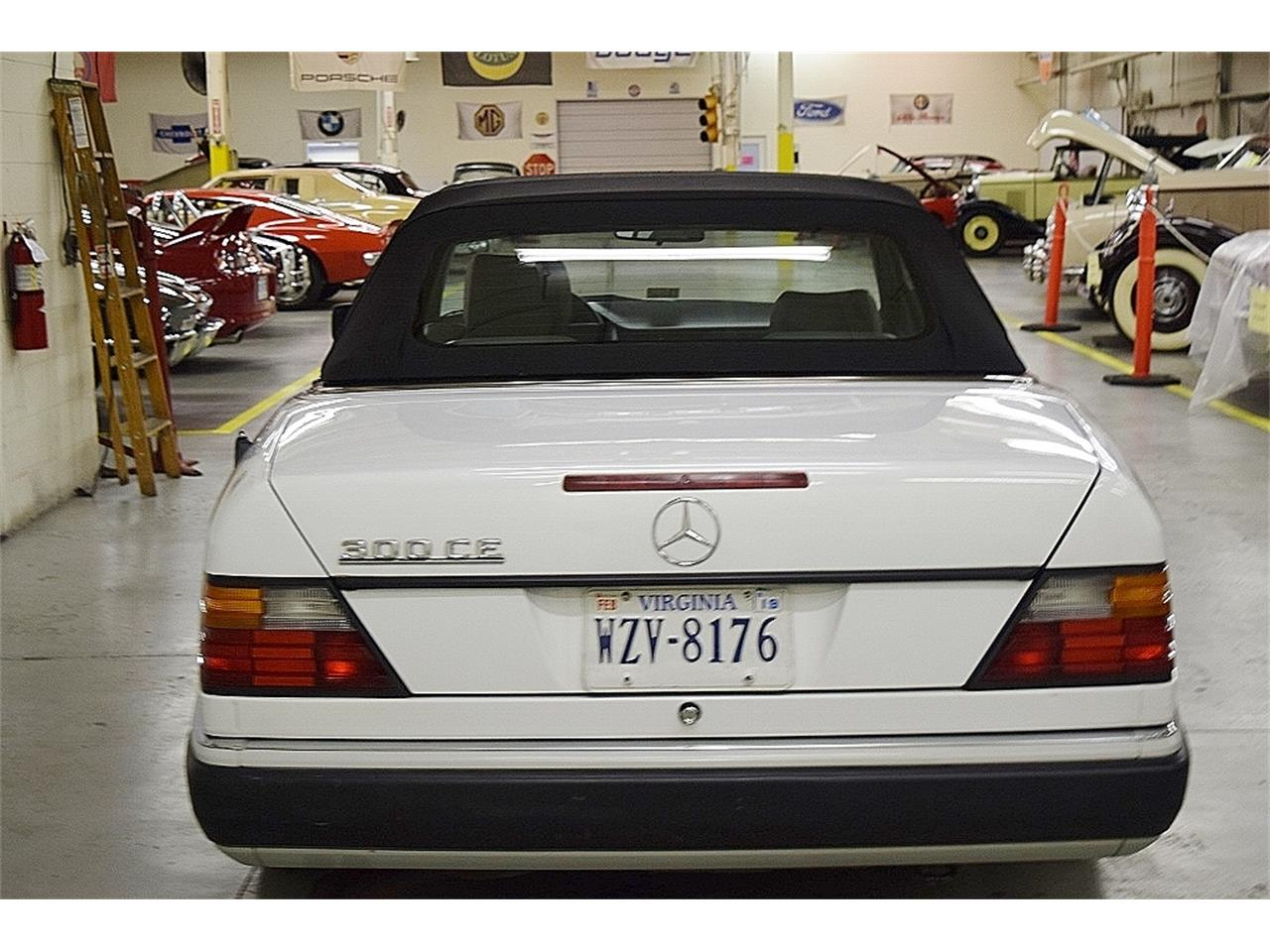 Large Picture of '93 Mercedes-Benz 300CE Offered by Classic Car Center - ONU8