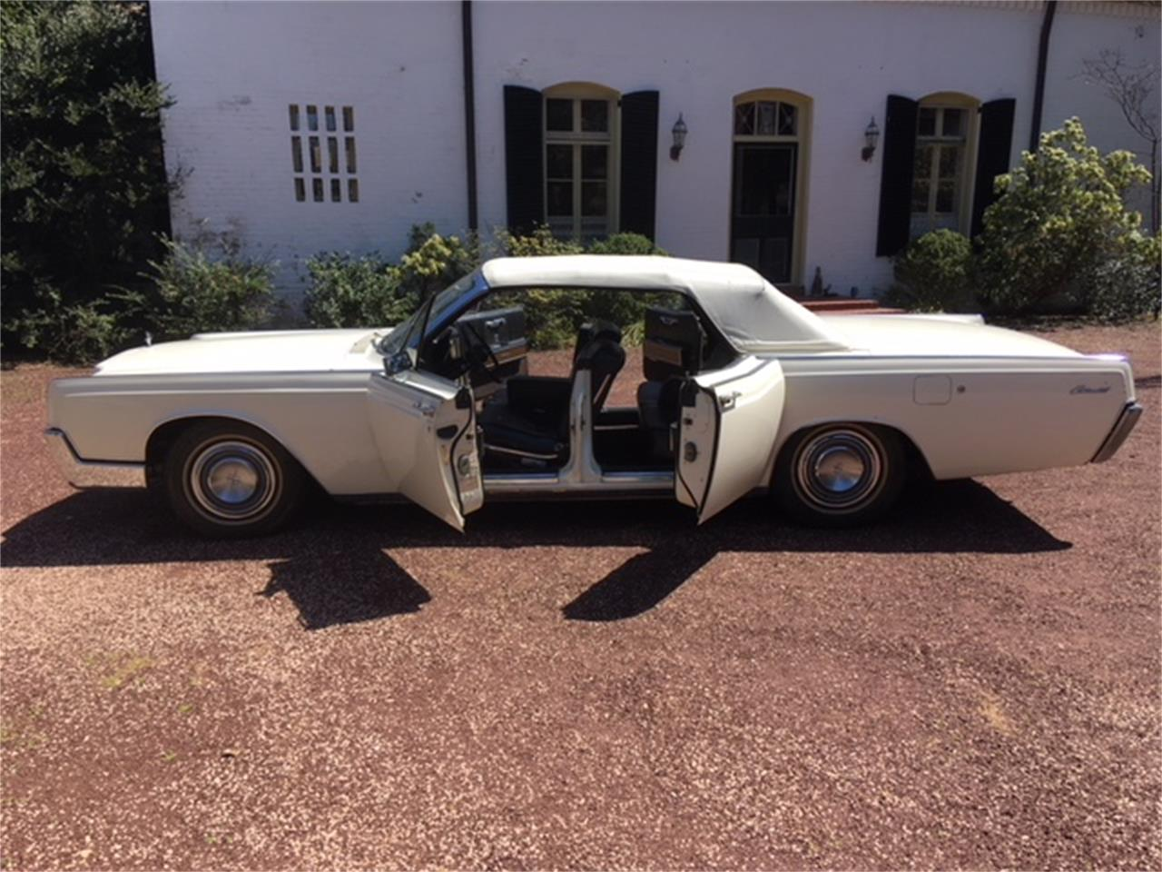 Large Picture of Classic 1967 Continental Offered by a Private Seller - OTOG