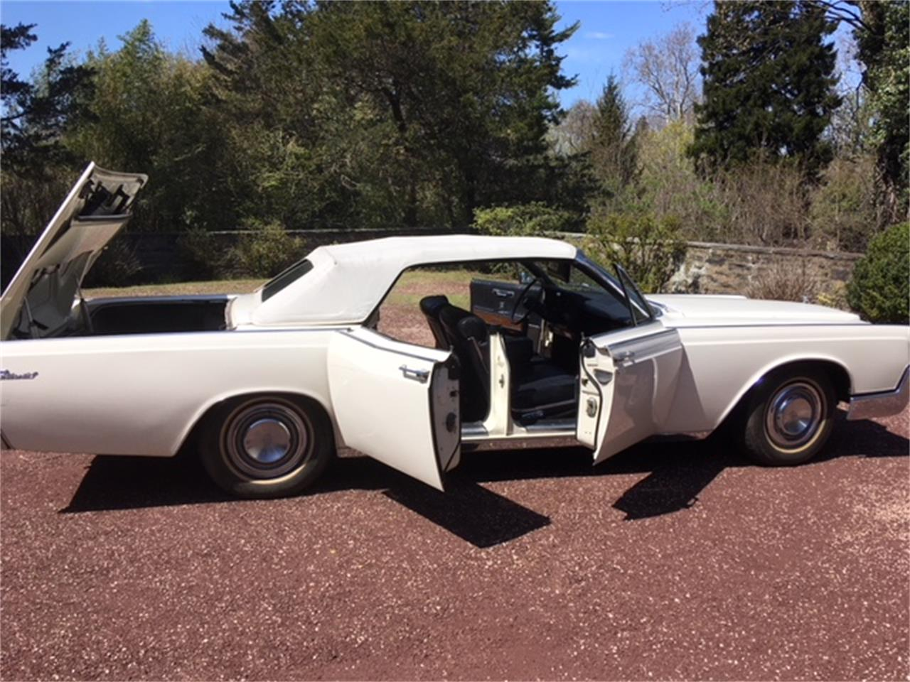 Large Picture of '67 Lincoln Continental located in Pennsylvania - OTOG