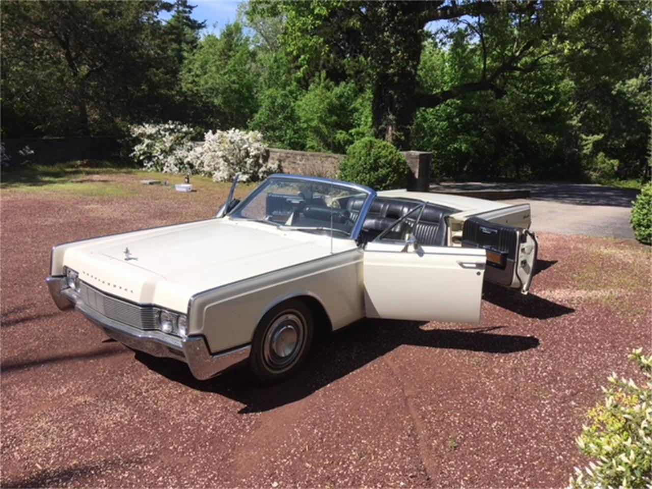 Large Picture of Classic 1967 Lincoln Continental located in Philadelphia Pennsylvania - $29,500.00 Offered by a Private Seller - OTOG