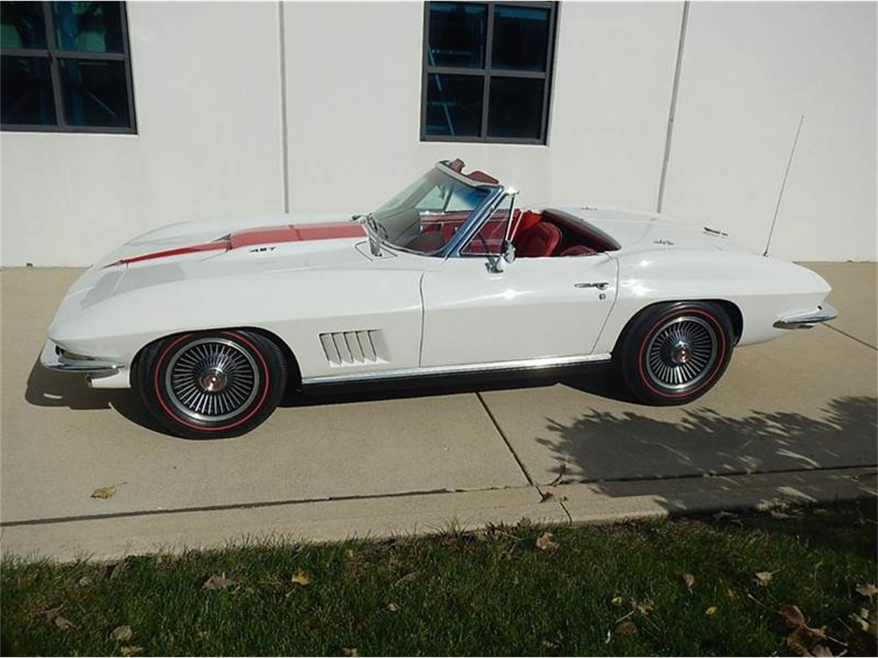 Large Picture of '67 Corvette - OULQ