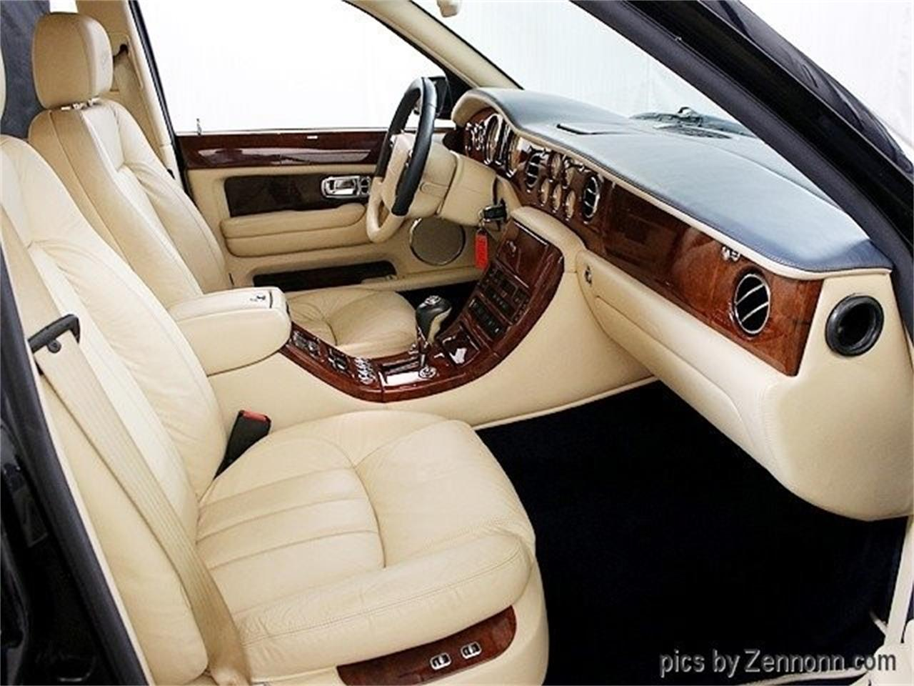 Large Picture of '04 Arnage located in Addison Illinois Offered by Auto Gallery Chicago - OY0M