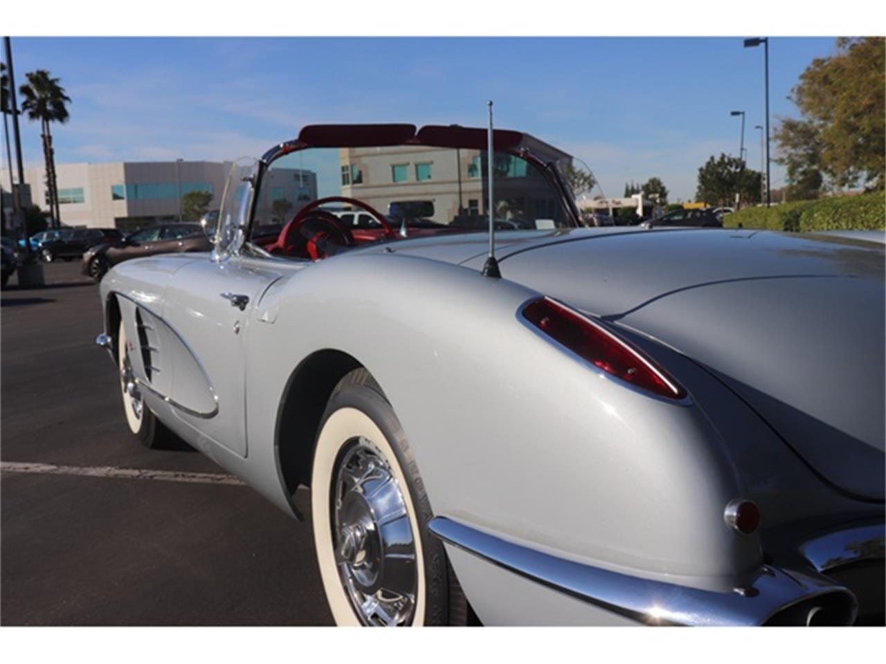 Large Picture of '60 Corvette - OY1S