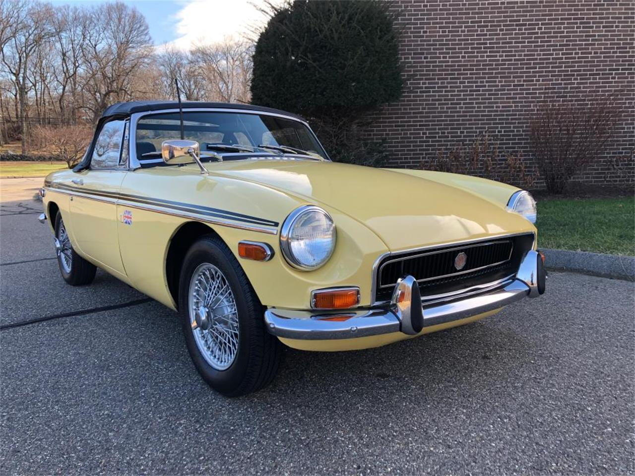 Large Picture of Classic '70 MG MGB Offered by Napoli Classics - OYAV
