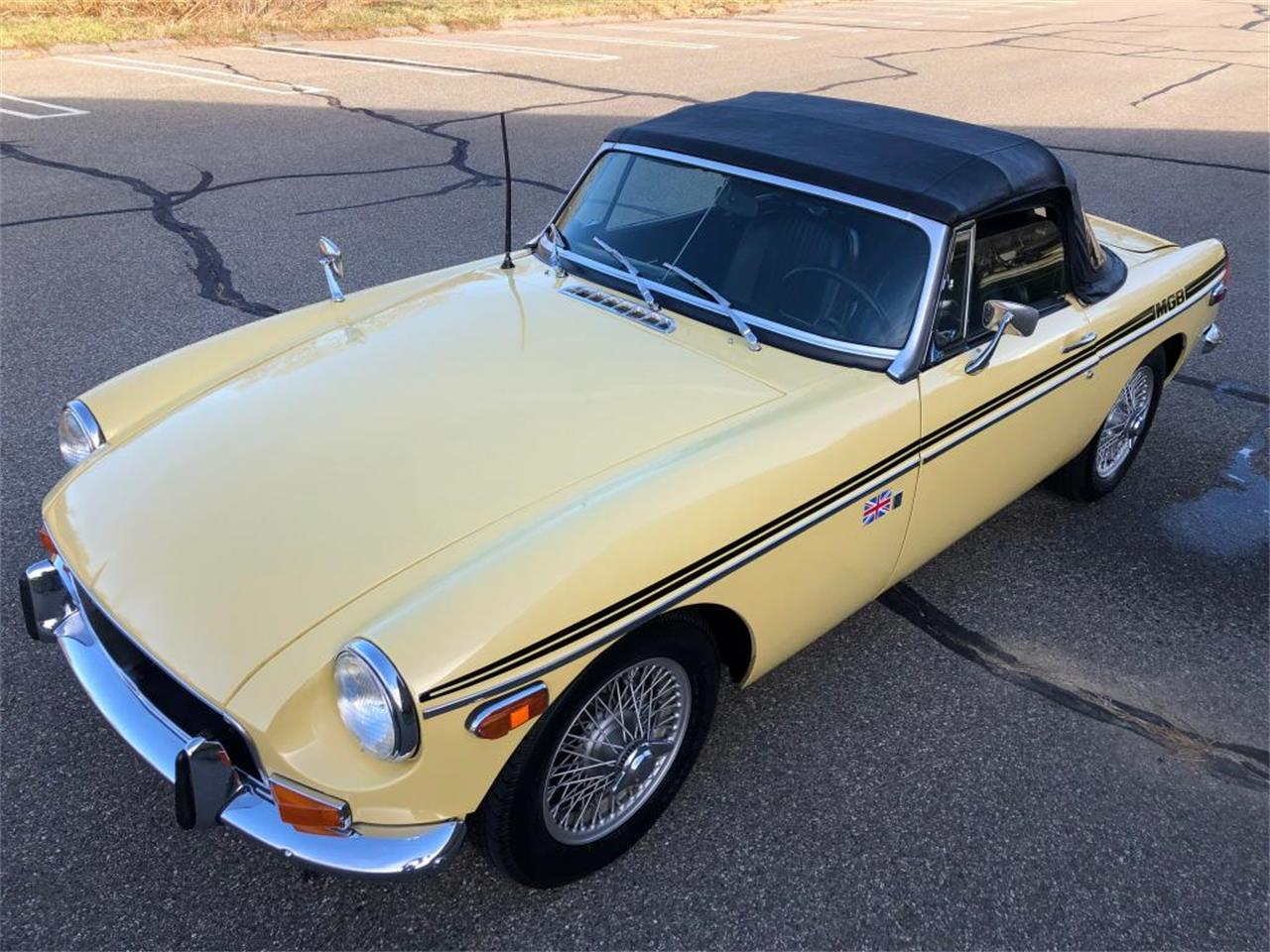 Large Picture of 1970 MGB - OYAV