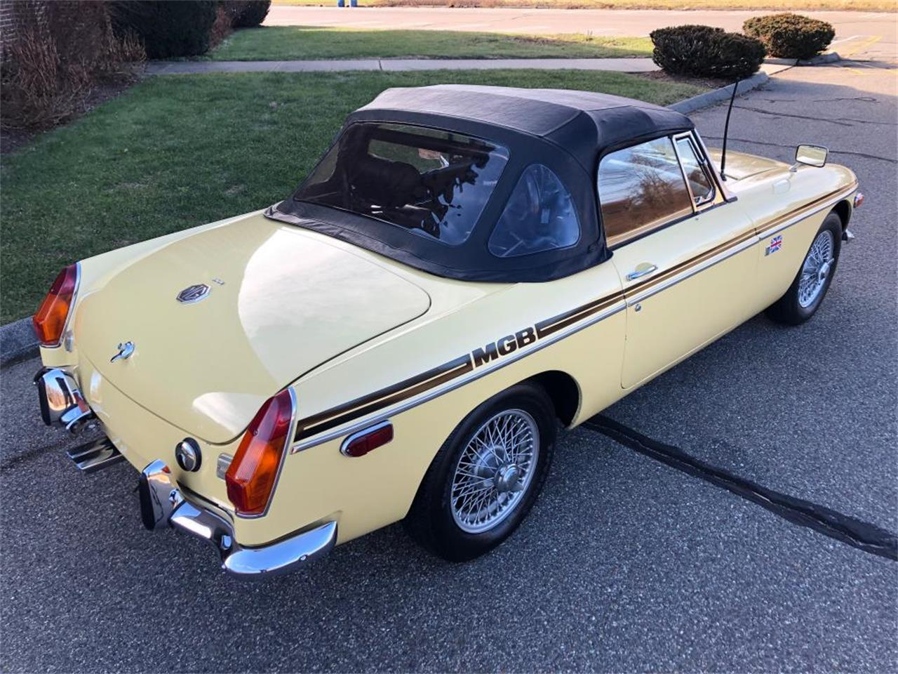 Large Picture of '70 MGB - OYAV