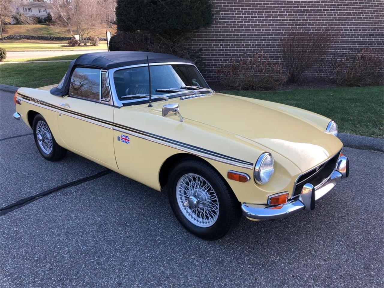 Large Picture of '70 MG MGB located in Milford City Connecticut - $18,000.00 Offered by Napoli Classics - OYAV