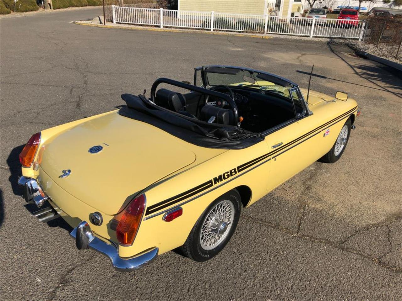 Large Picture of '70 MGB Offered by Napoli Classics - OYAV