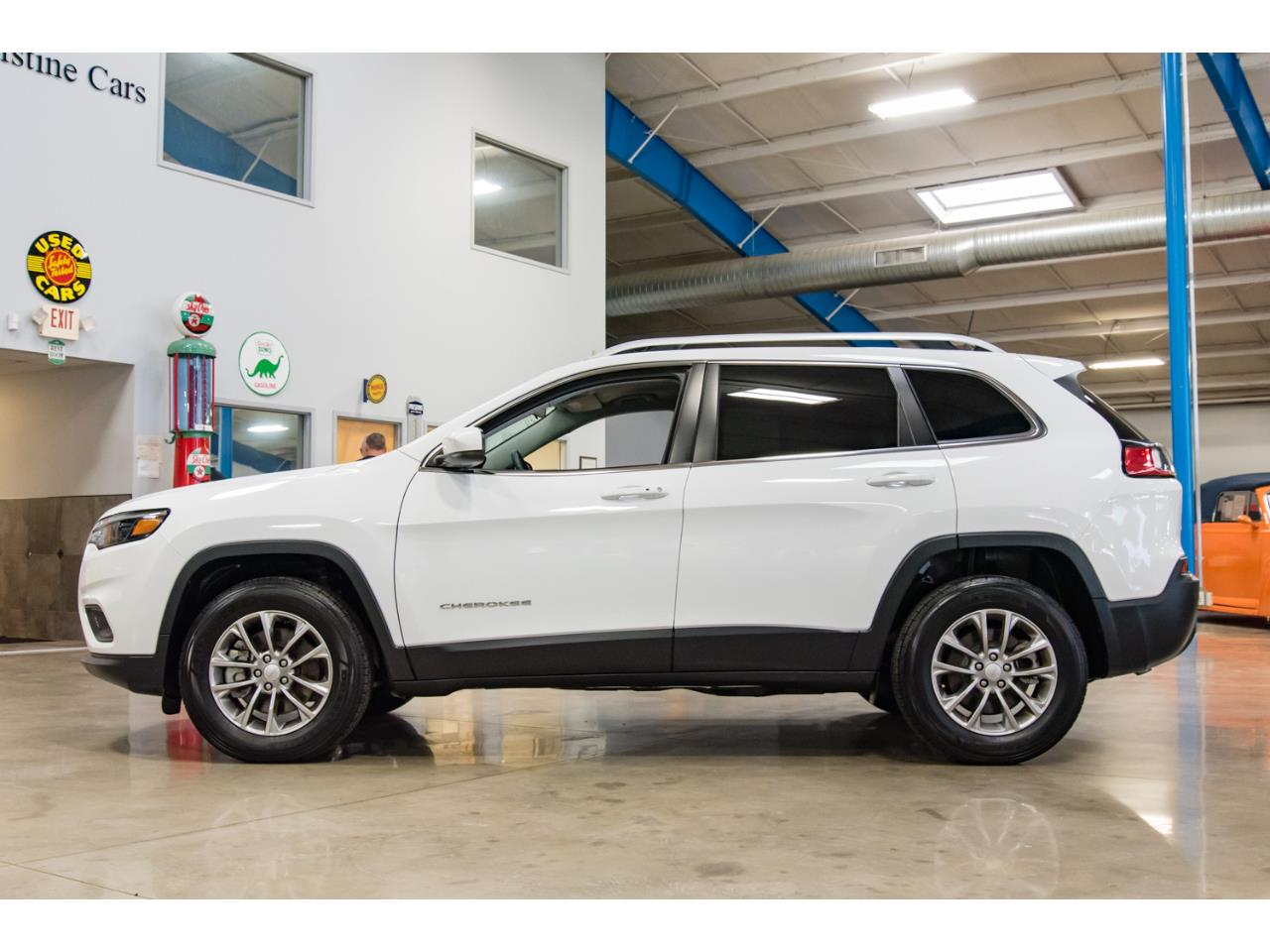 Large Picture of '19 Cherokee - OYFV