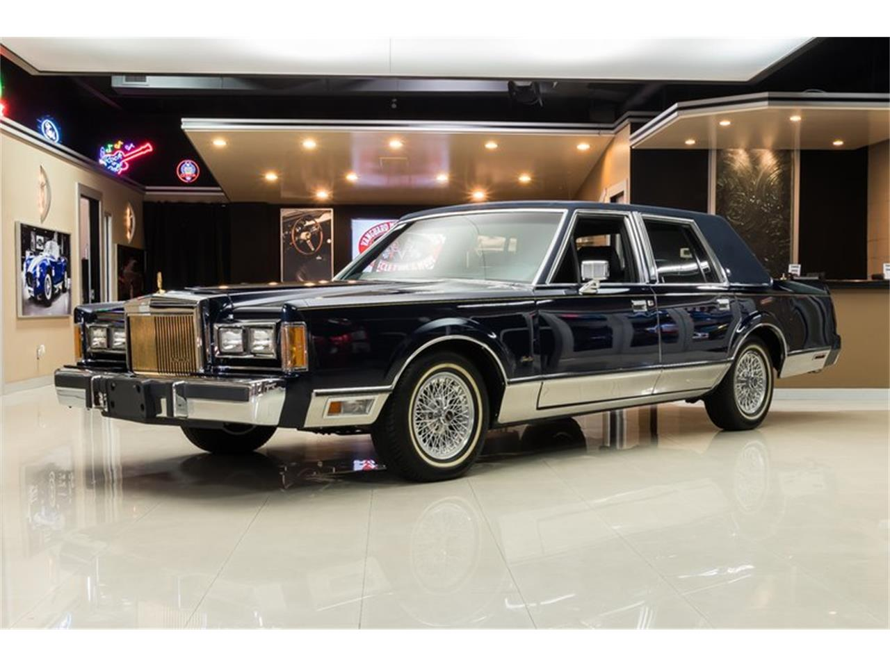 Large Picture of '89 Lincoln Town Car Offered by Vanguard Motor Sales - OYYG