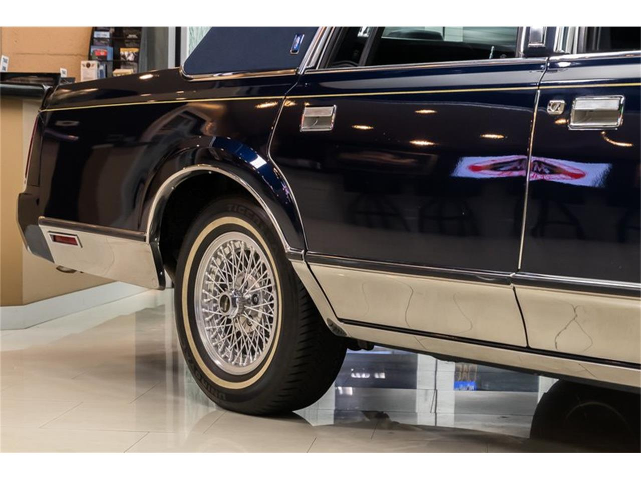 Large Picture of '89 Lincoln Town Car located in Michigan Offered by Vanguard Motor Sales - OYYG