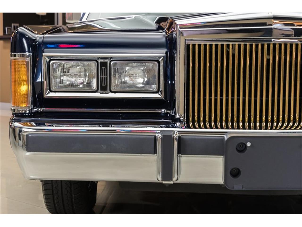 Large Picture of 1989 Lincoln Town Car - OYYG