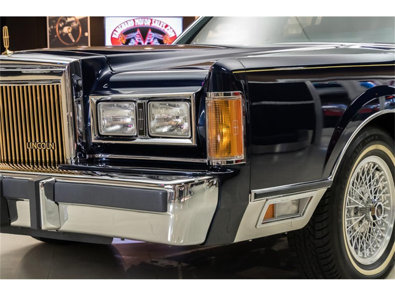 Large Picture of '89 Town Car Offered by Vanguard Motor Sales - OYYG