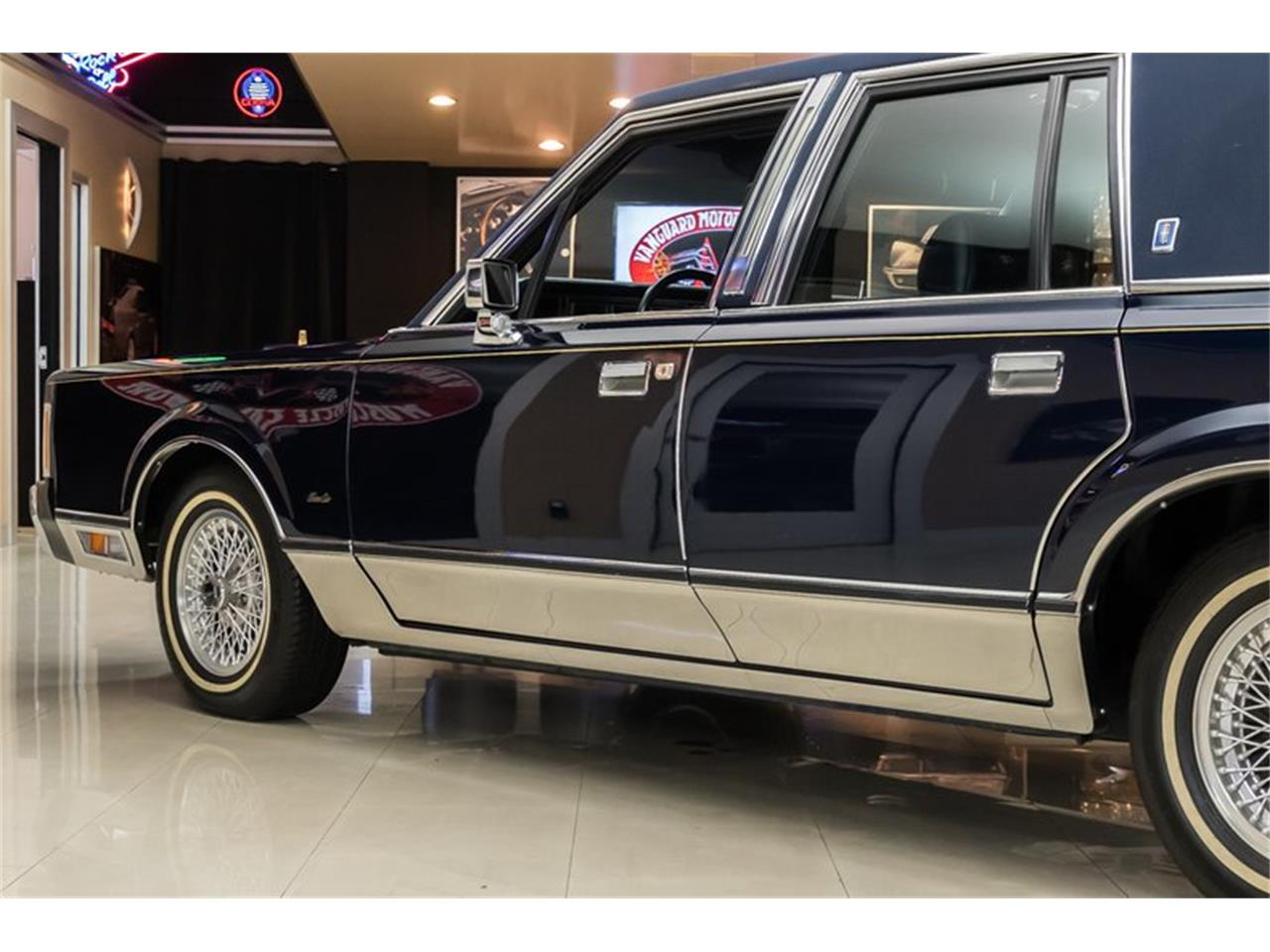 Large Picture of 1989 Town Car Offered by Vanguard Motor Sales - OYYG