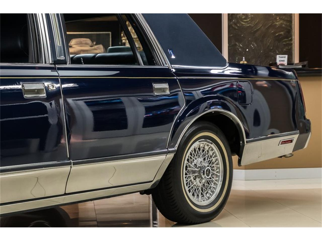 Large Picture of 1989 Lincoln Town Car - $28,900.00 - OYYG