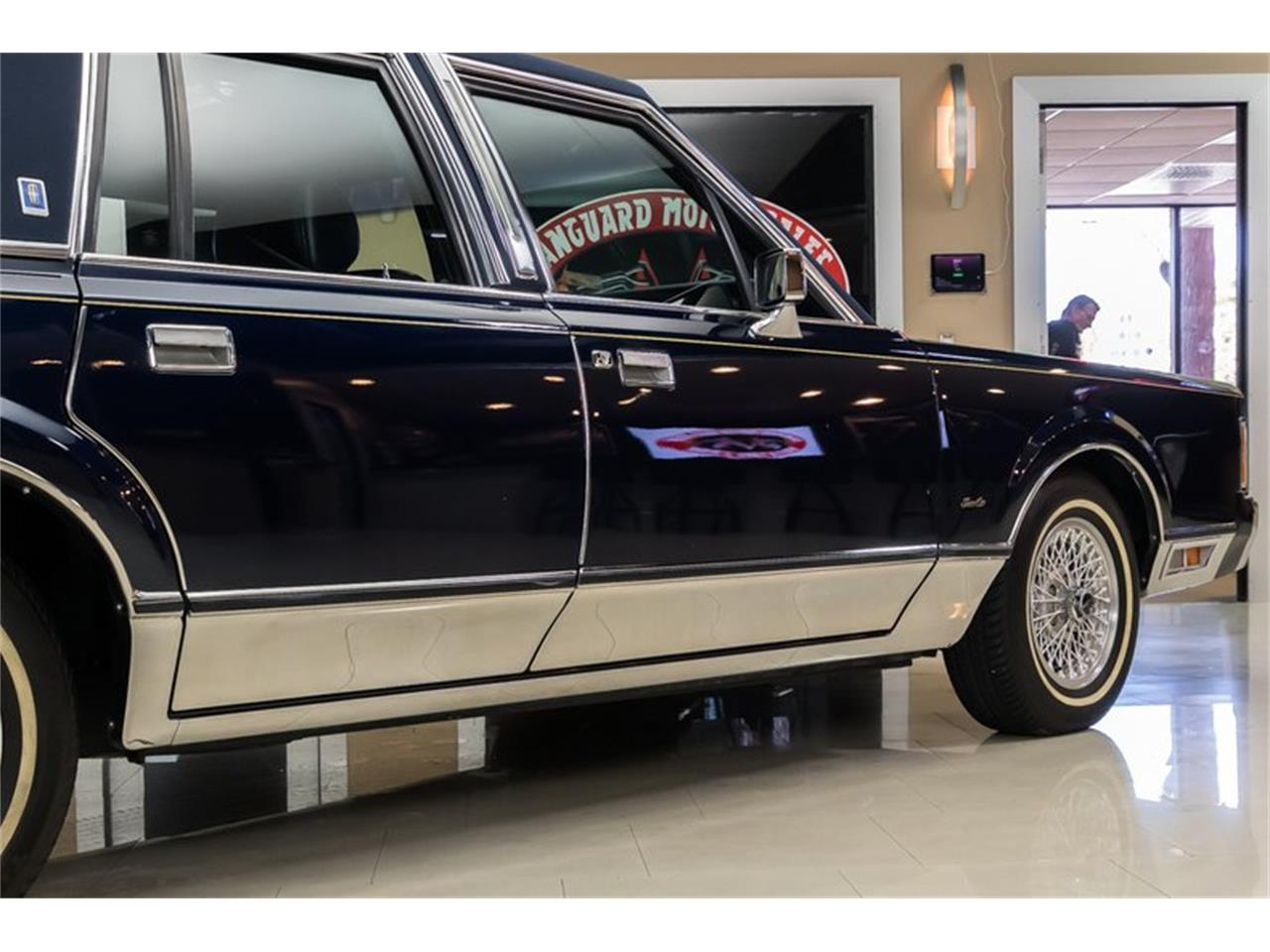 Large Picture of 1989 Lincoln Town Car located in Plymouth Michigan Offered by Vanguard Motor Sales - OYYG