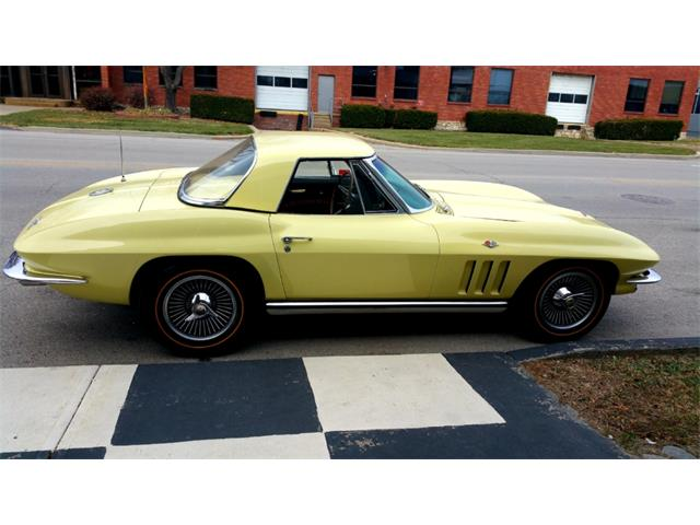 Picture of Classic '65 Chevrolet Corvette located in N. Kansas City Missouri - P06Z