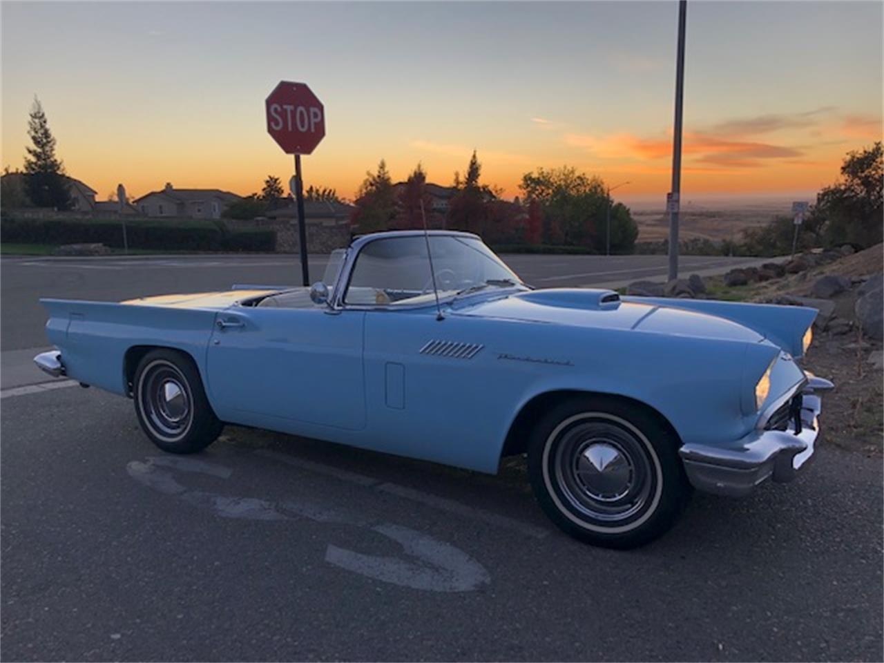 Large Picture of '57 Thunderbird - P1A6