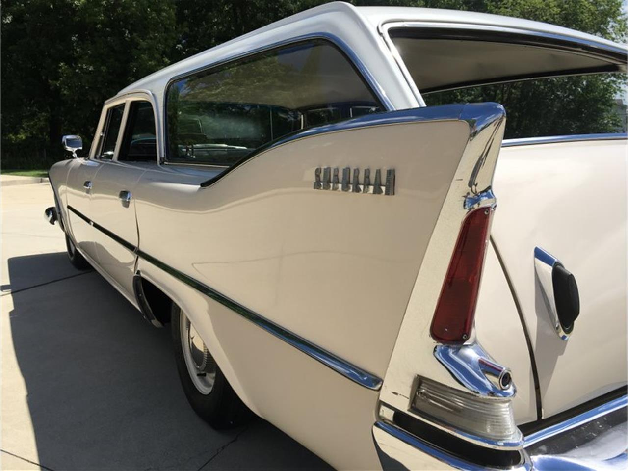 Large Picture of Classic 1960 Plymouth Suburban located in Missouri - P1IS