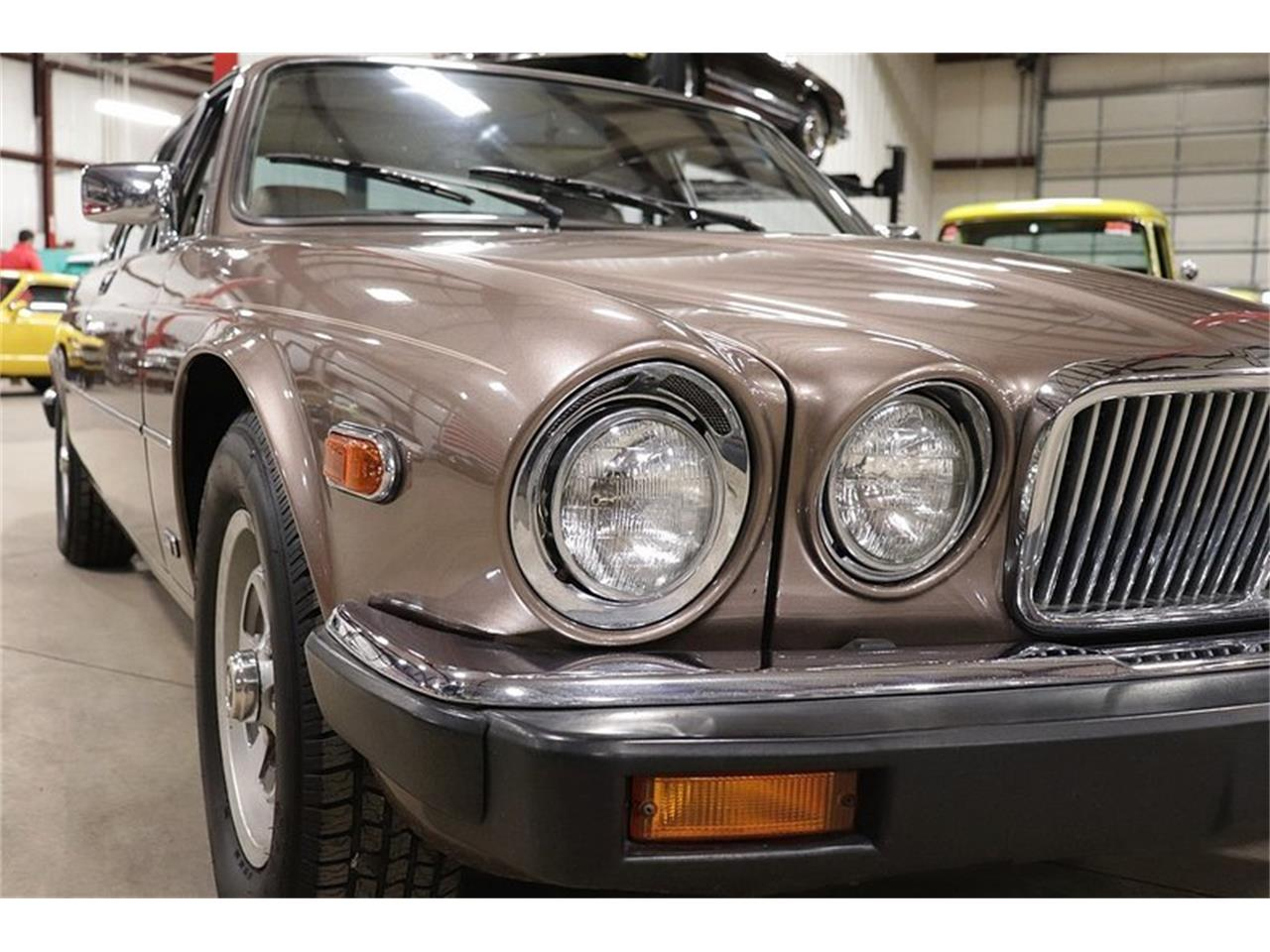 Large Picture of '86 XJ6 - P1N3