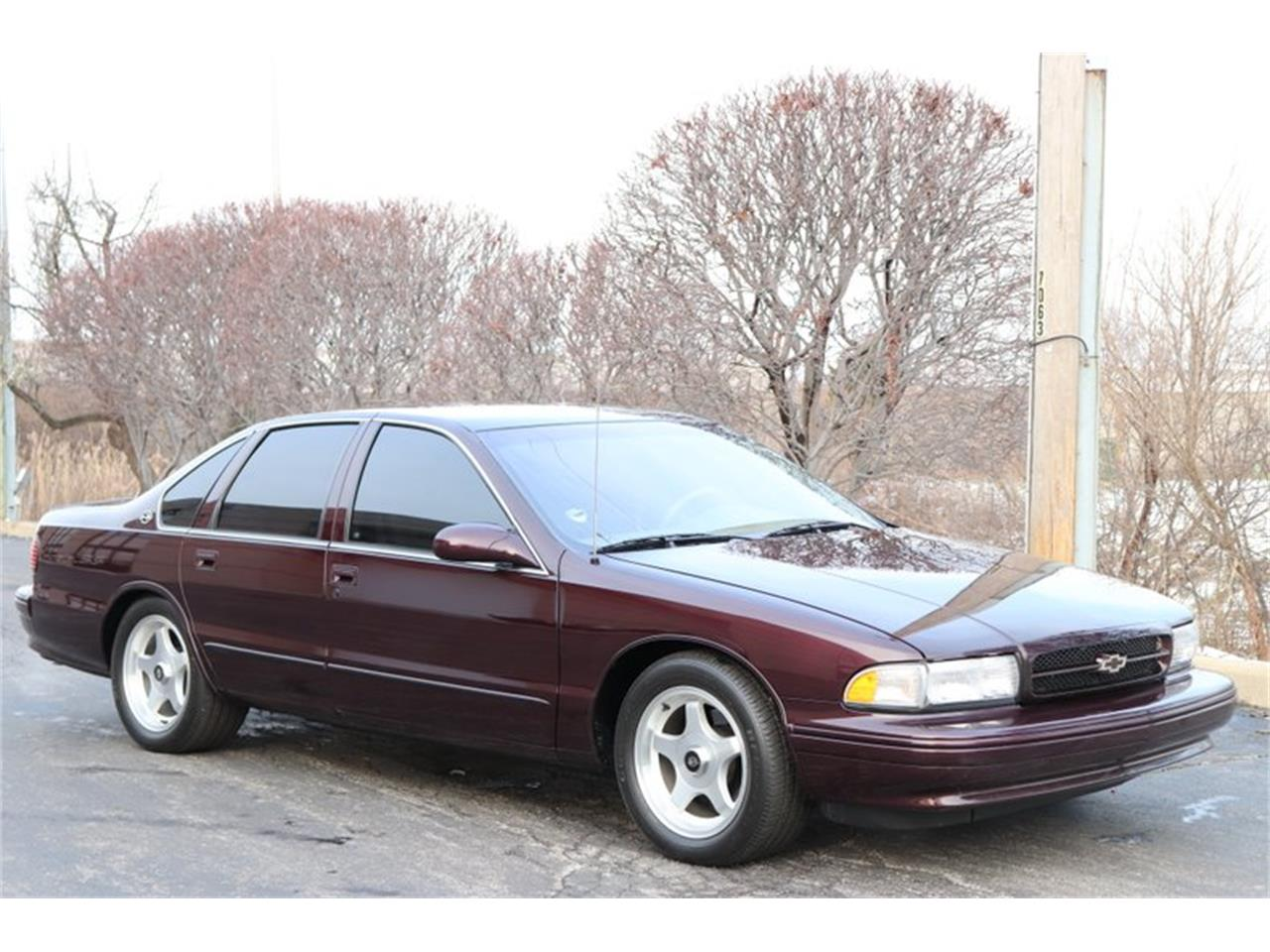 Large Picture of '96 Chevrolet Impala located in Alsip Illinois - P1PX