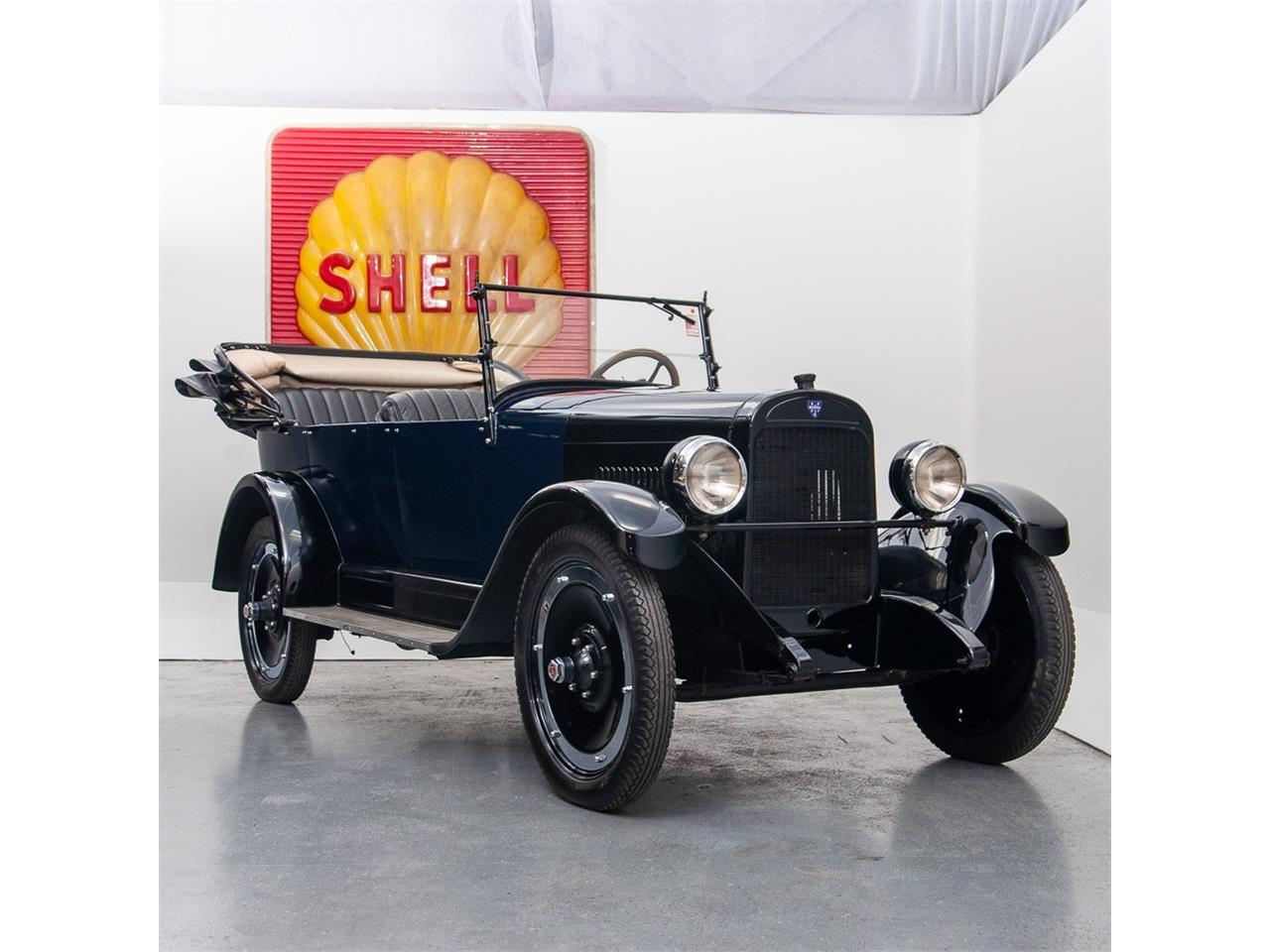 Large Picture of '22 25 Touring Sedan located in St. Louis Missouri Offered by MotoeXotica Classic Cars - P1XK