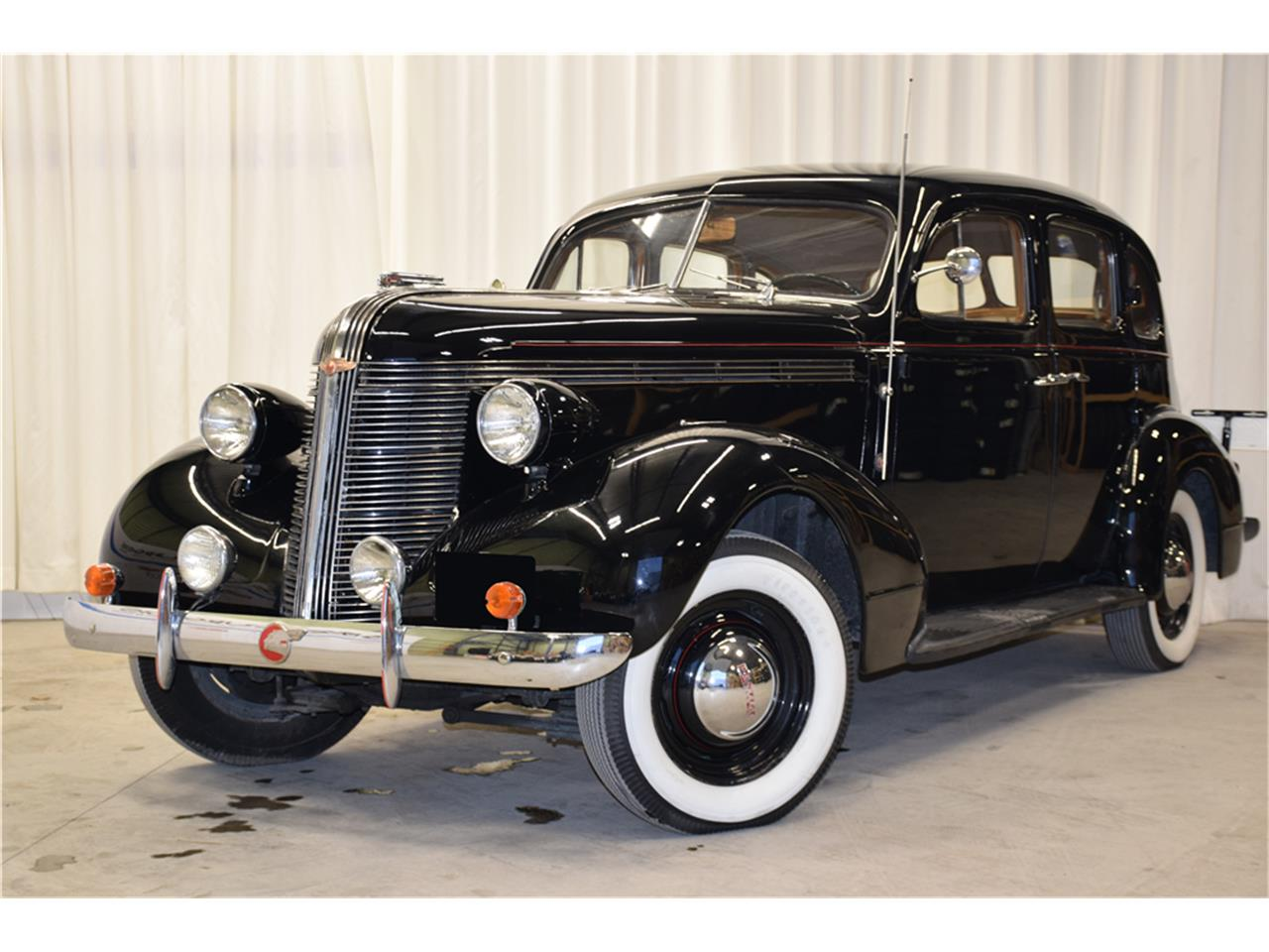 Large Picture of '37 Deluxe Eight - P2Q7