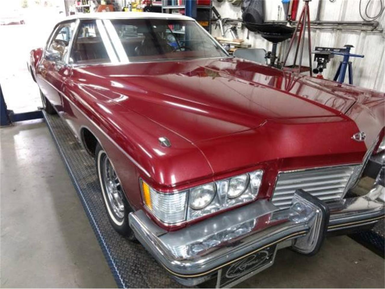 Large Picture of '73 Riviera - P48M