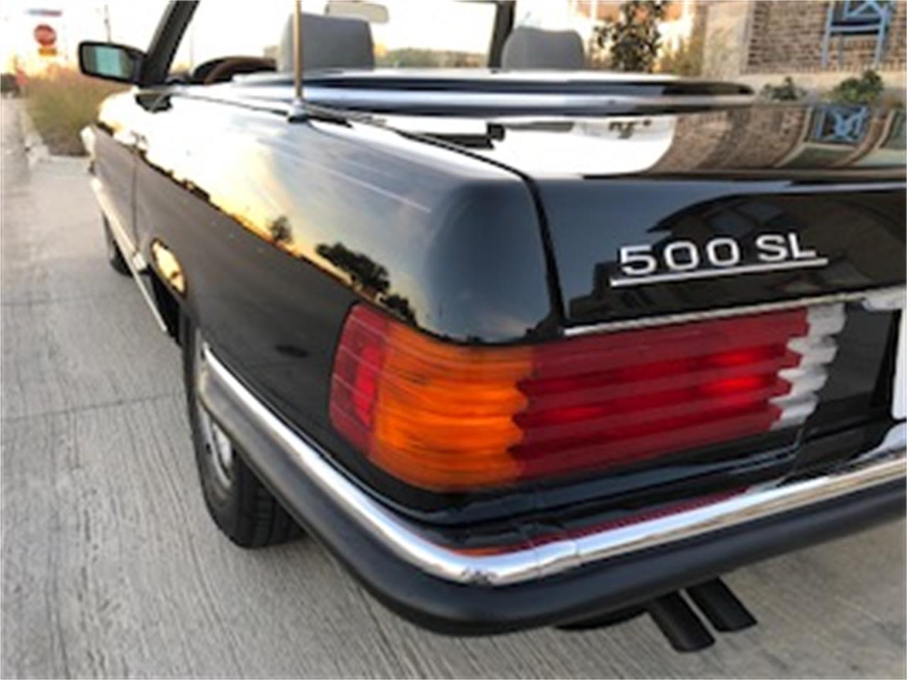Large Picture of 1985 Mercedes-Benz 500SL located in Richardson Texas Offered by a Private Seller - P661