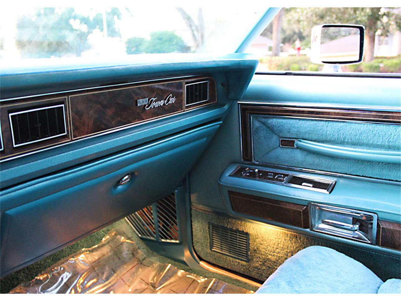 Large Picture of '79 Town Car - P6ER