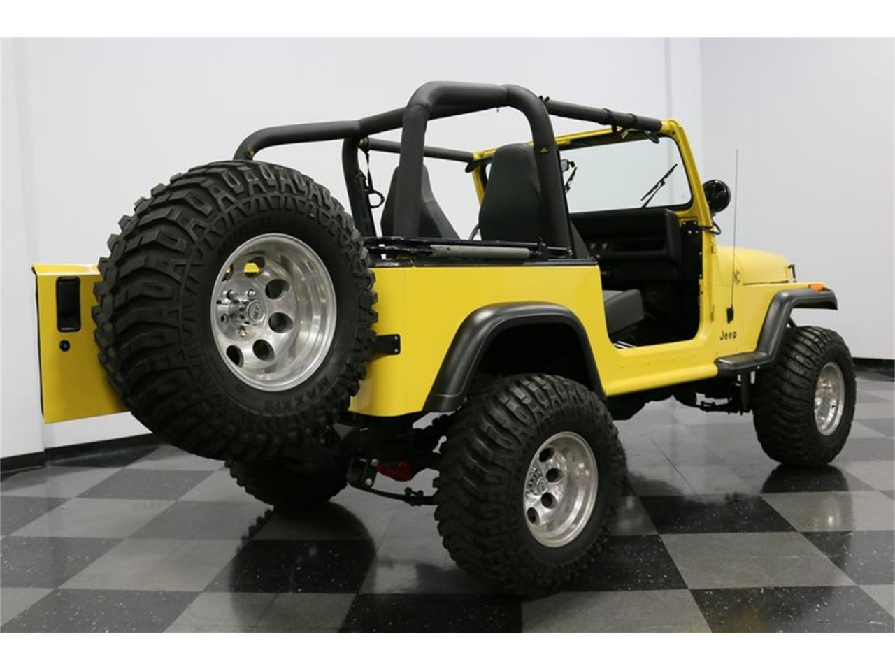 Large Picture of 1993 Jeep Wrangler located in Ft Worth Texas - $21,995.00 Offered by Streetside Classics - Dallas / Fort Worth - P701