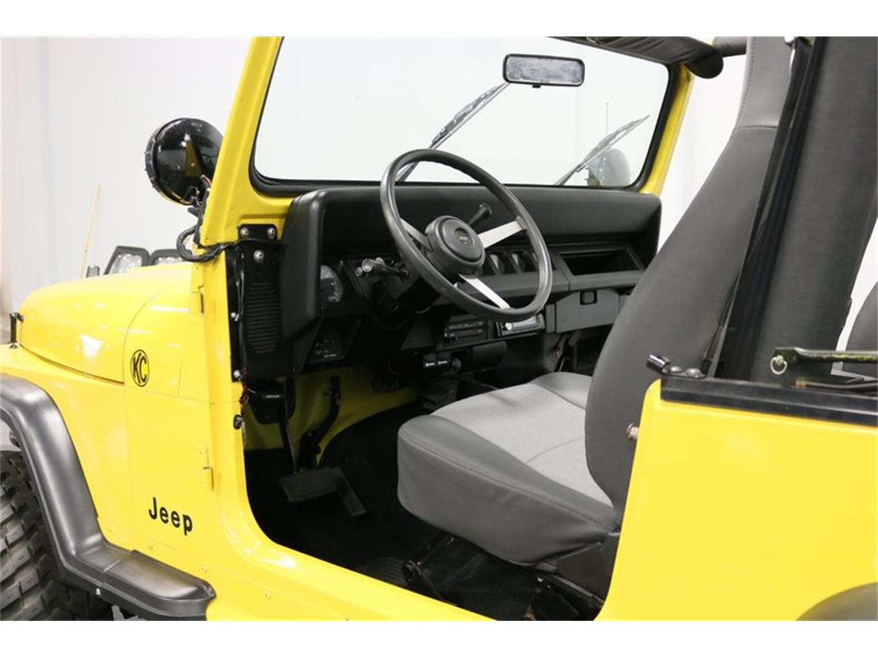 Large Picture of 1993 Jeep Wrangler located in Ft Worth Texas Offered by Streetside Classics - Dallas / Fort Worth - P701