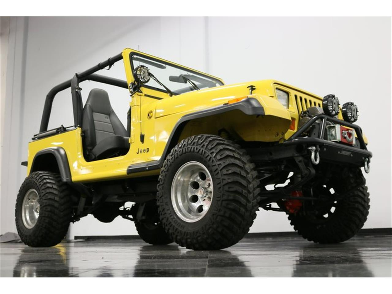 Large Picture of '93 Jeep Wrangler located in Texas Offered by Streetside Classics - Dallas / Fort Worth - P701