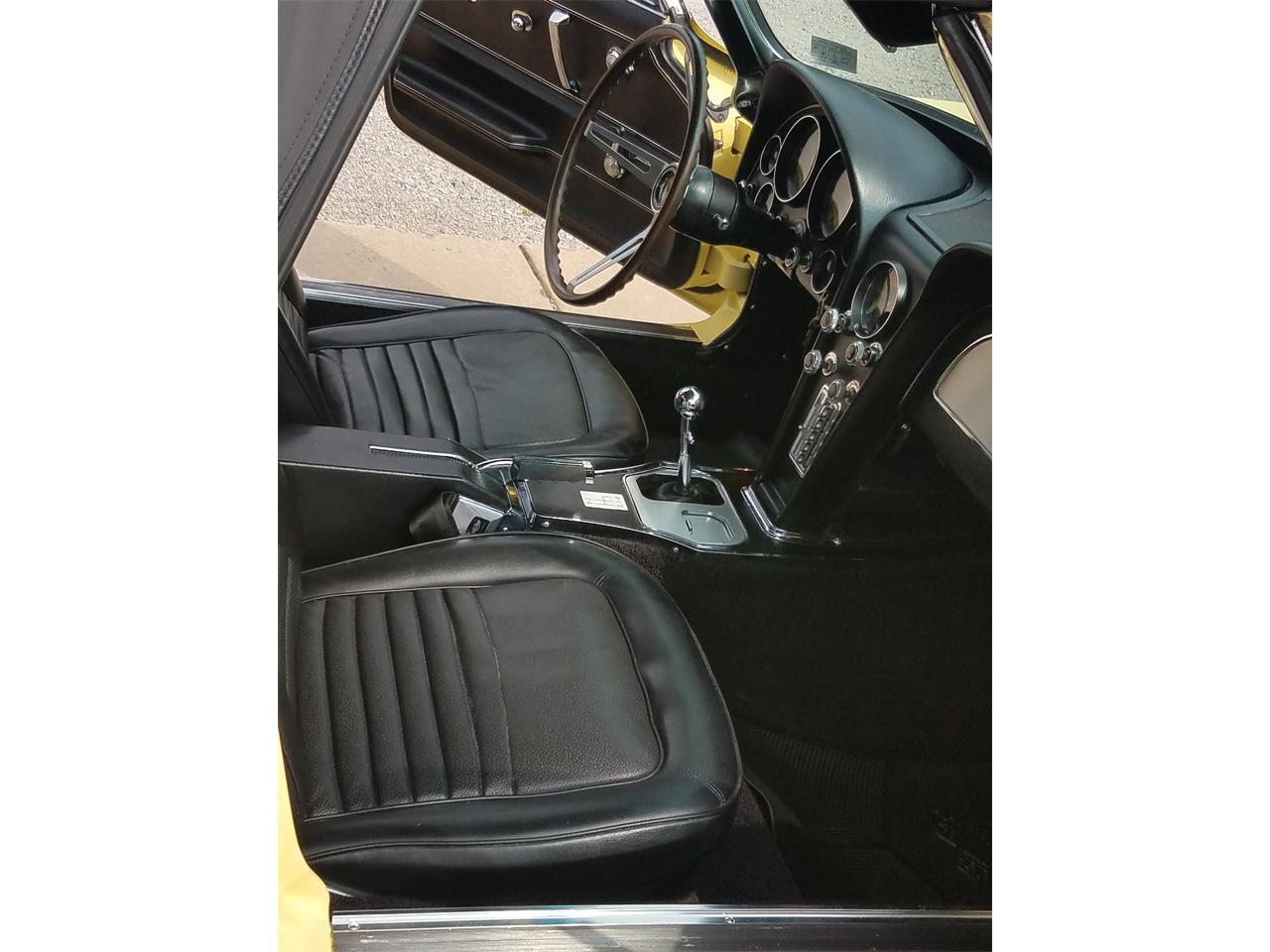 Large Picture of '67 Corvette - P8S8