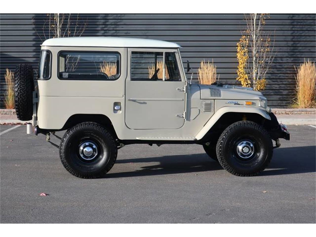 Large Picture of '71 Land Cruiser FJ - P9H7