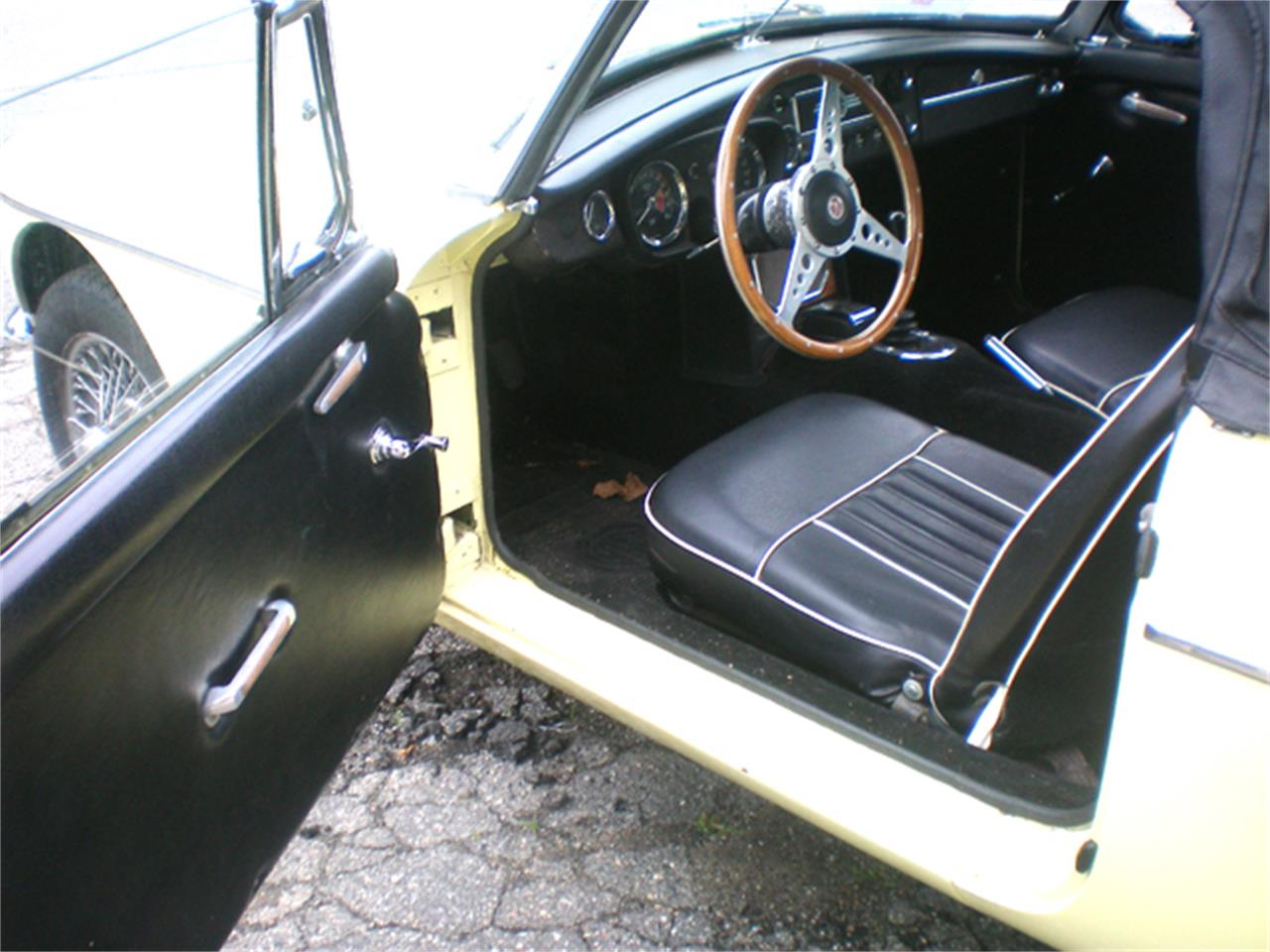 Large Picture of '65 MGB - P9WI