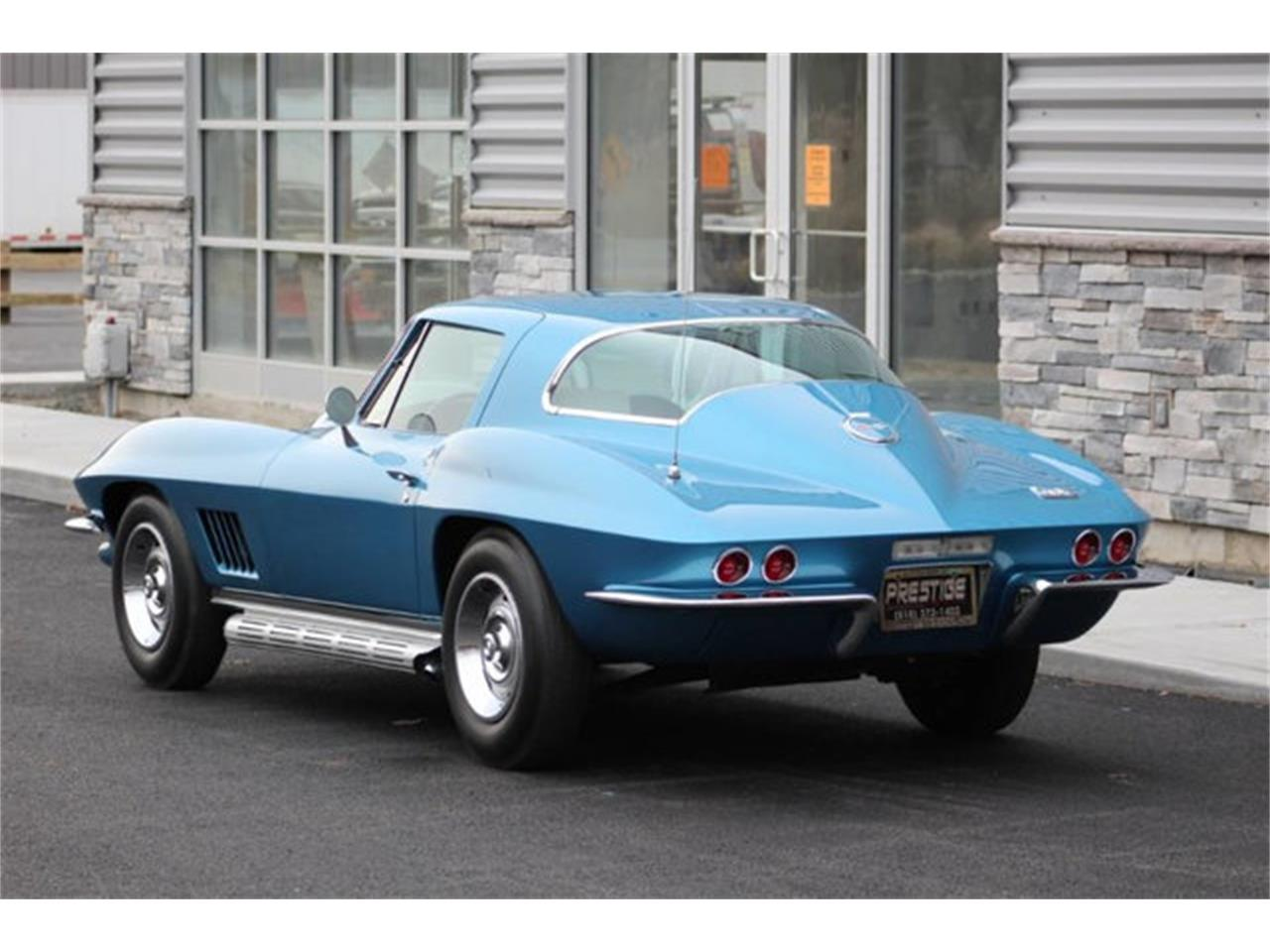 Large Picture of '67 Corvette - PA18