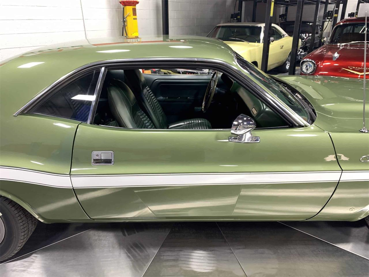 Large Picture of '70 Challenger - PCV4