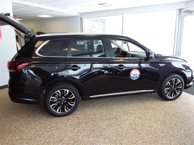 Picture of 2018 Outlander located in Michigan - $32,490.00 Offered by  - PD1J