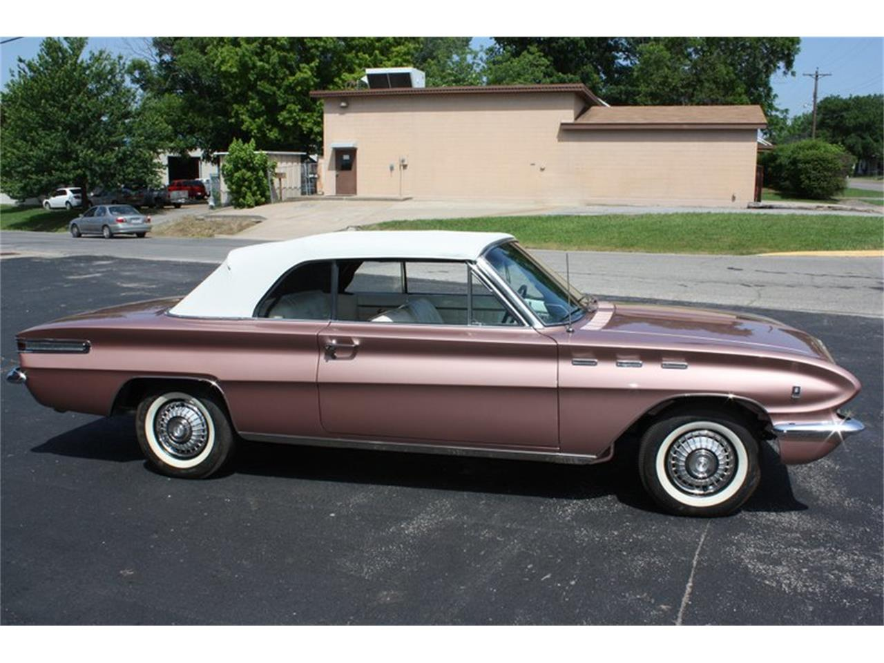 Large Picture of Classic 1962 Skylark located in Oklahoma City Oklahoma Offered by Leake Auction Company - PDAZ