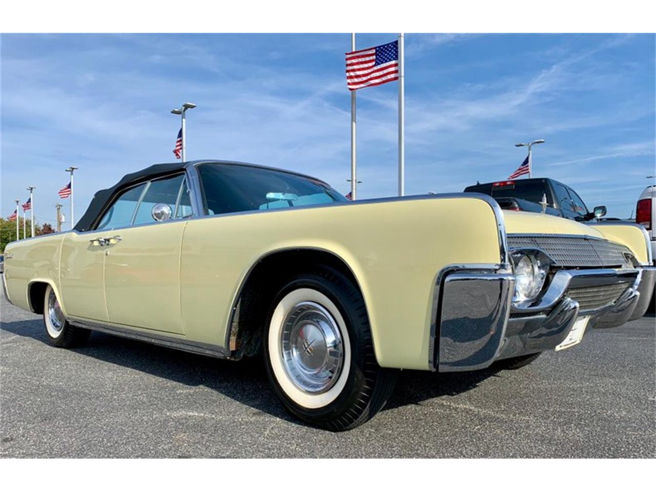 Large Picture of Classic 1961 Continental Auction Vehicle - PATF